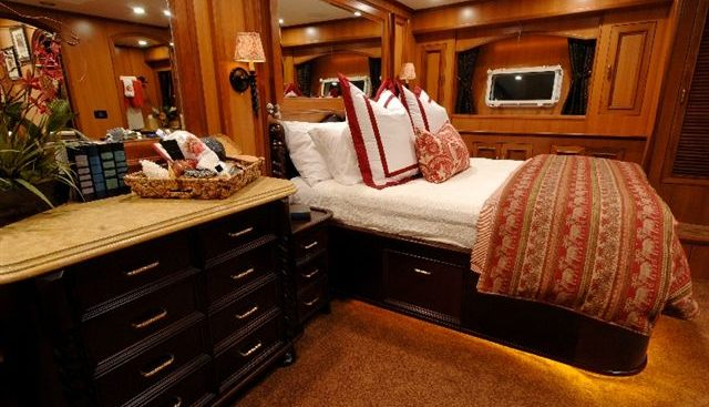 Leanora Charter Yacht - 4