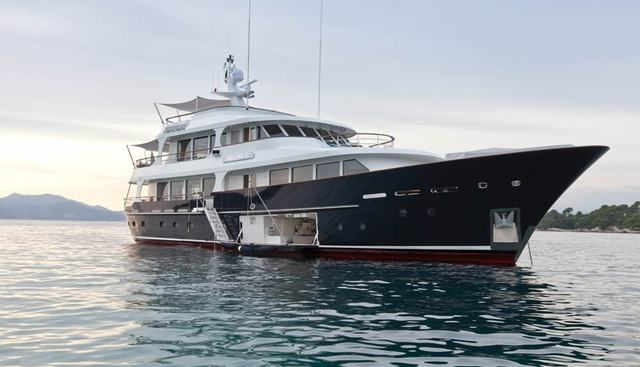 Robbie Bobby Charter Yacht