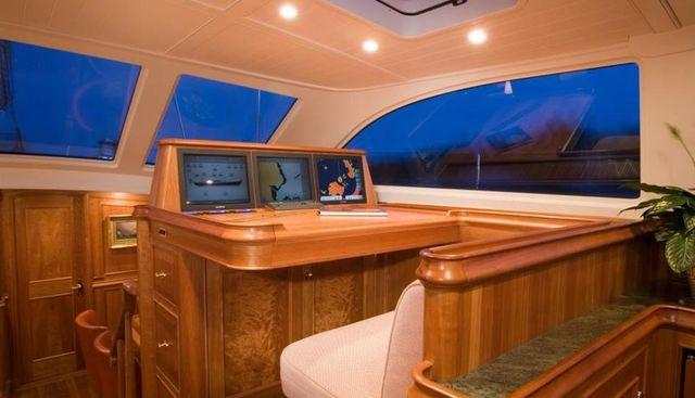 Delta House Charter Yacht - 8