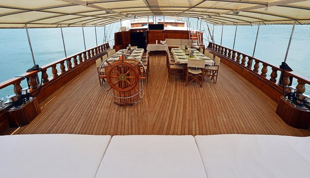 Holiday 10 Charter Yacht - 4