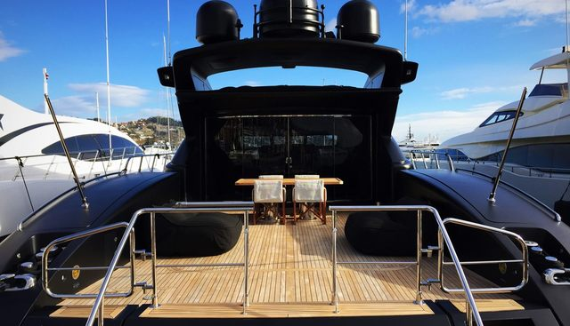 Neoprene Charter Yacht - 4