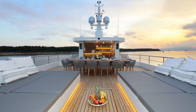Siempre Charter Yacht - 2
