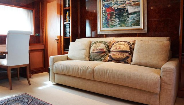Oval Charter Yacht - 8
