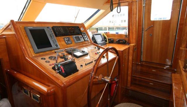 Queen South III Charter Yacht - 3