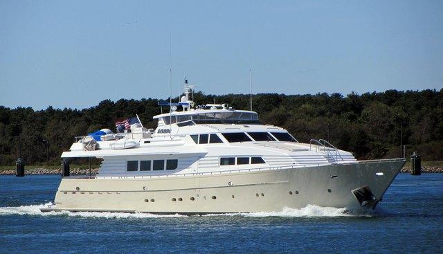 Mac Charter Yacht