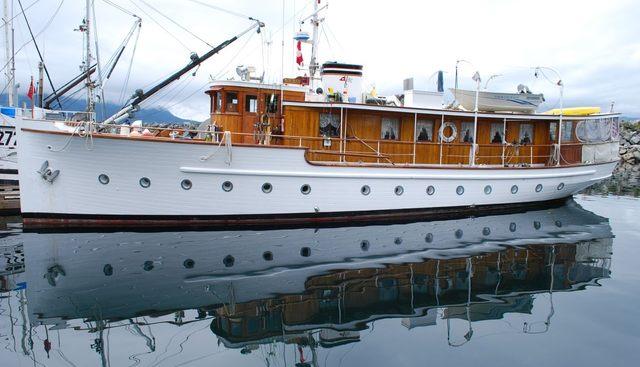 Deerleap Charter Yacht