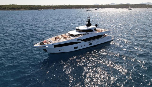 Save Your Tears Charter Yacht - 4