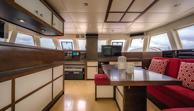 In The Wind Charter Yacht - 6