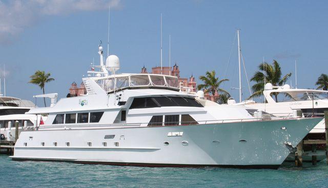 Center Ring Charter Yacht