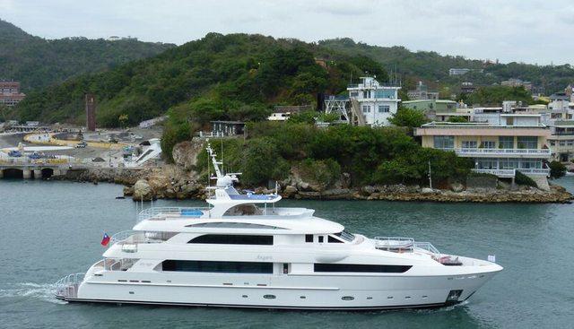 Astra V Charter Yacht