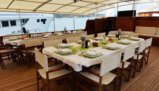 Holiday 10 Charter Yacht - 6