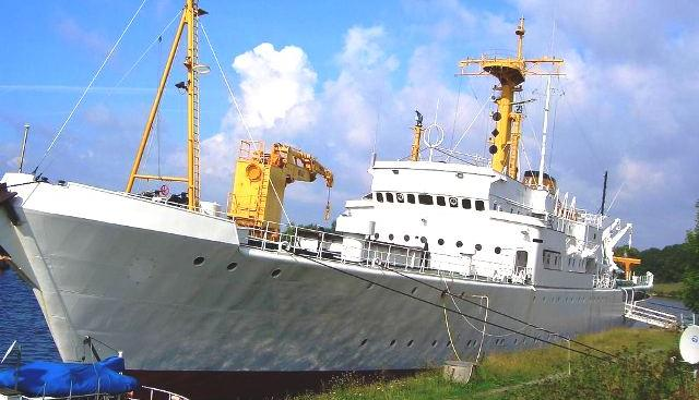 No Name Charter Yacht