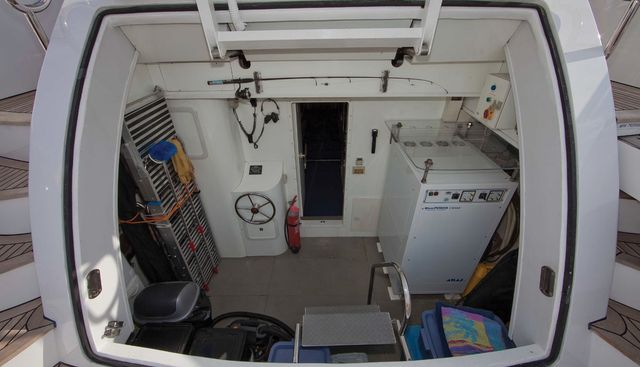 Evelyn Charter Yacht - 5