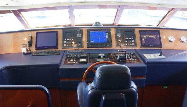 Oval Charter Yacht - 6