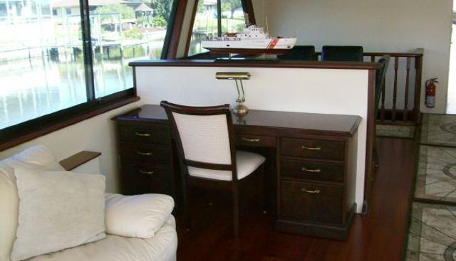 Hatteras 77 Charter Yacht - 5