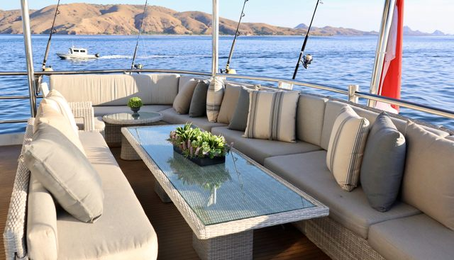 Grand Maloekoe Charter Yacht - 3
