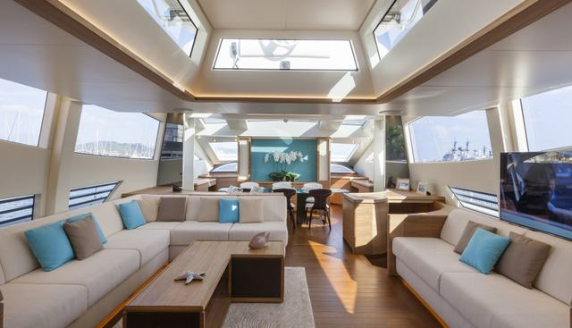 55 Fiftyfive Charter Yacht - 6