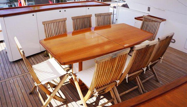 Oval Charter Yacht - 3