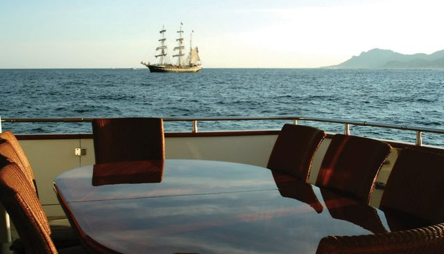 Las Brisas Charter Yacht - 4