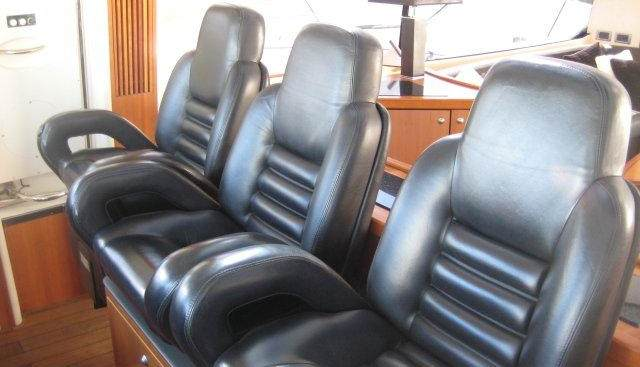Doctor No Charter Yacht - 5