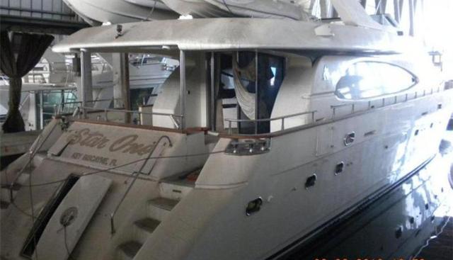 Uno Mas Charter Yacht