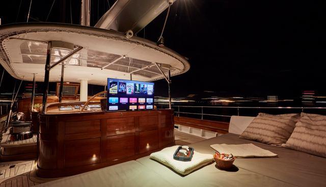In Love Charter Yacht - 4