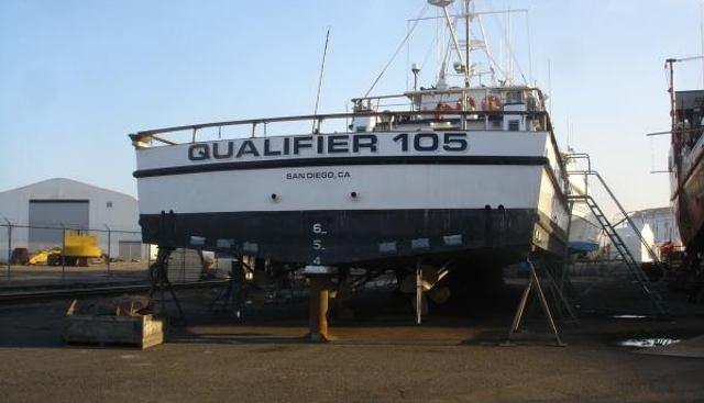 Qualifier 105 Charter Yacht - 3