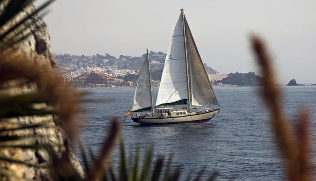 Luis Ginillo Charter Yacht - 4