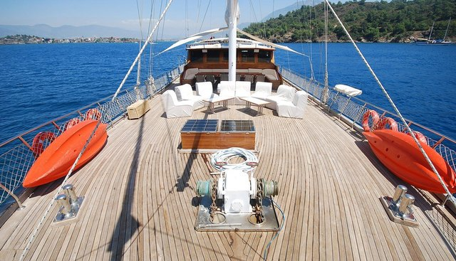 Holiday 10 Charter Yacht - 2