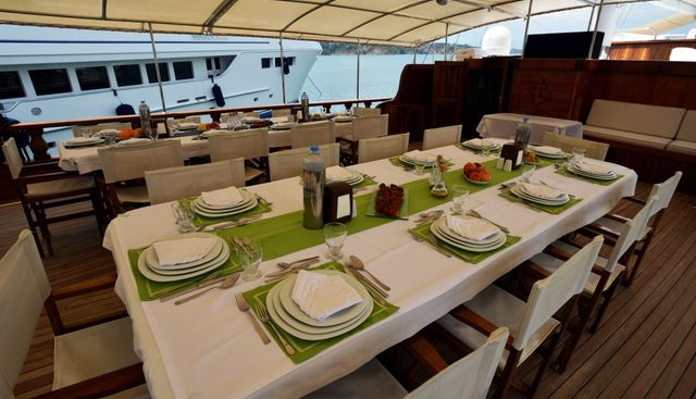 Holiday 10 Charter Yacht - 7