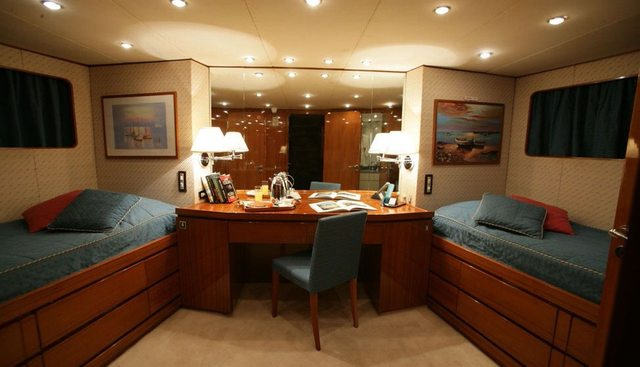 South Paw C Charter Yacht - 7