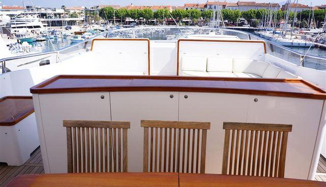 Oval Charter Yacht - 5
