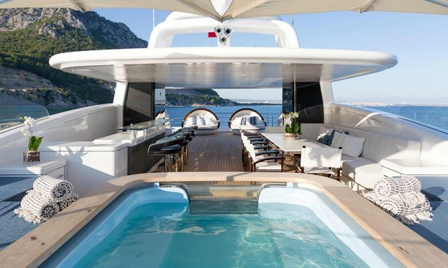 spa pool, bar and seating area on the sundeck of motor yacht RUYA