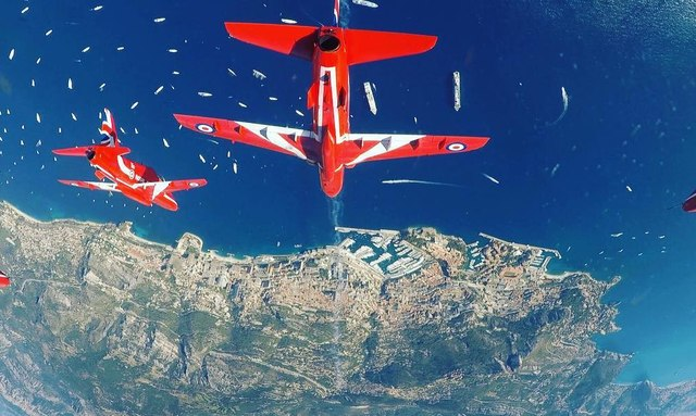 Red Arrows performance wows crowds at MYS 2018