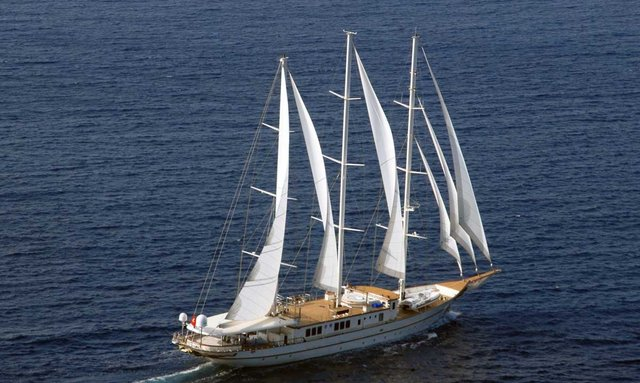 S/Y MONTIGNE Lowers Christmas Charter Rate