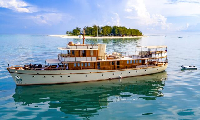 Thanda Island Yacht Cruise