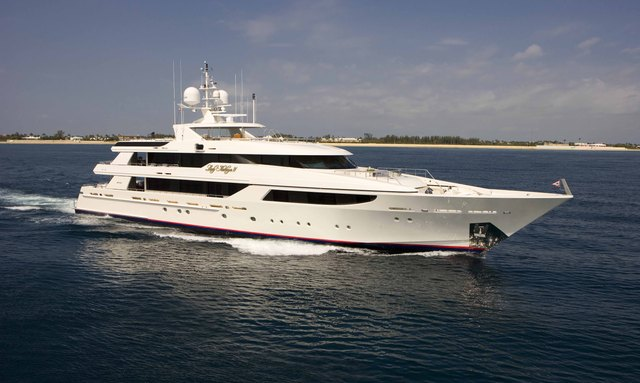 Motor Yacht AQUAVITA Offers New Year's Charter in the Caribbean