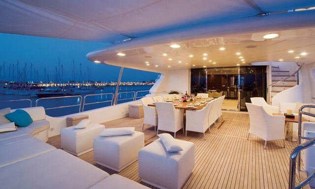 M/Y 'Pure Bliss' Runs Special Offer on December Charters