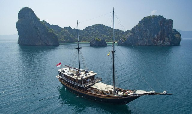 Video: Charter Yacht 'Dunia Baru' In Myanmar