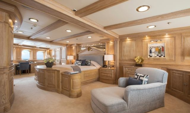 Vast master suite on Nero