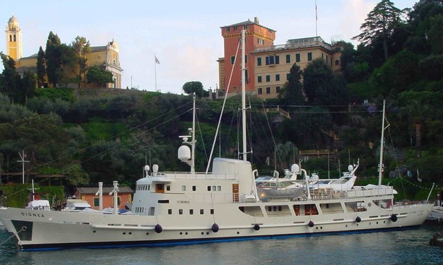 Expedition yacht Dionea at anchor in Corsica