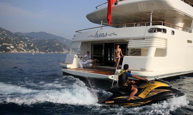 Motor Yacht HANA offering reduced charter rates