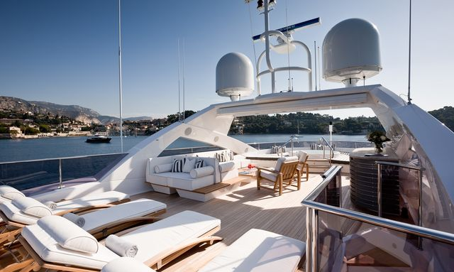 sun loungers, seating area and Jacuzzi on the sundeck of superyacht THUMPER