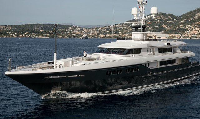 Motor yacht Emerald cruising in France