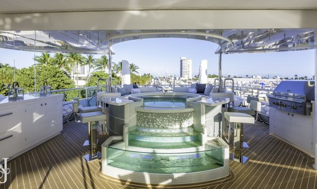 M/Y 'King Baby' Offers Outstanding New Year's Deal