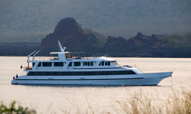 M/Y INTEGRITY Lowers Rate in Galapagos Islands