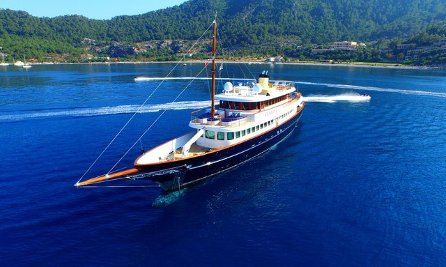 Caribbean yacht charters available with M/Y CLARITY this winter