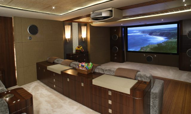 Luxurious cinema room on Wheels