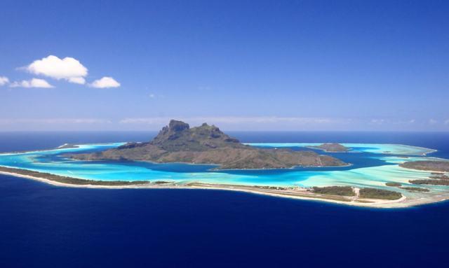Charter Sail Yacht Ohana in Tahiti this summer