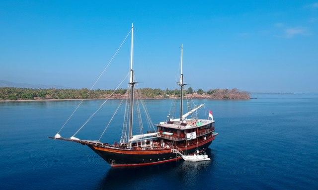 S/Y 'Dunia Baru' provides aid to Lombok earthquake victims
